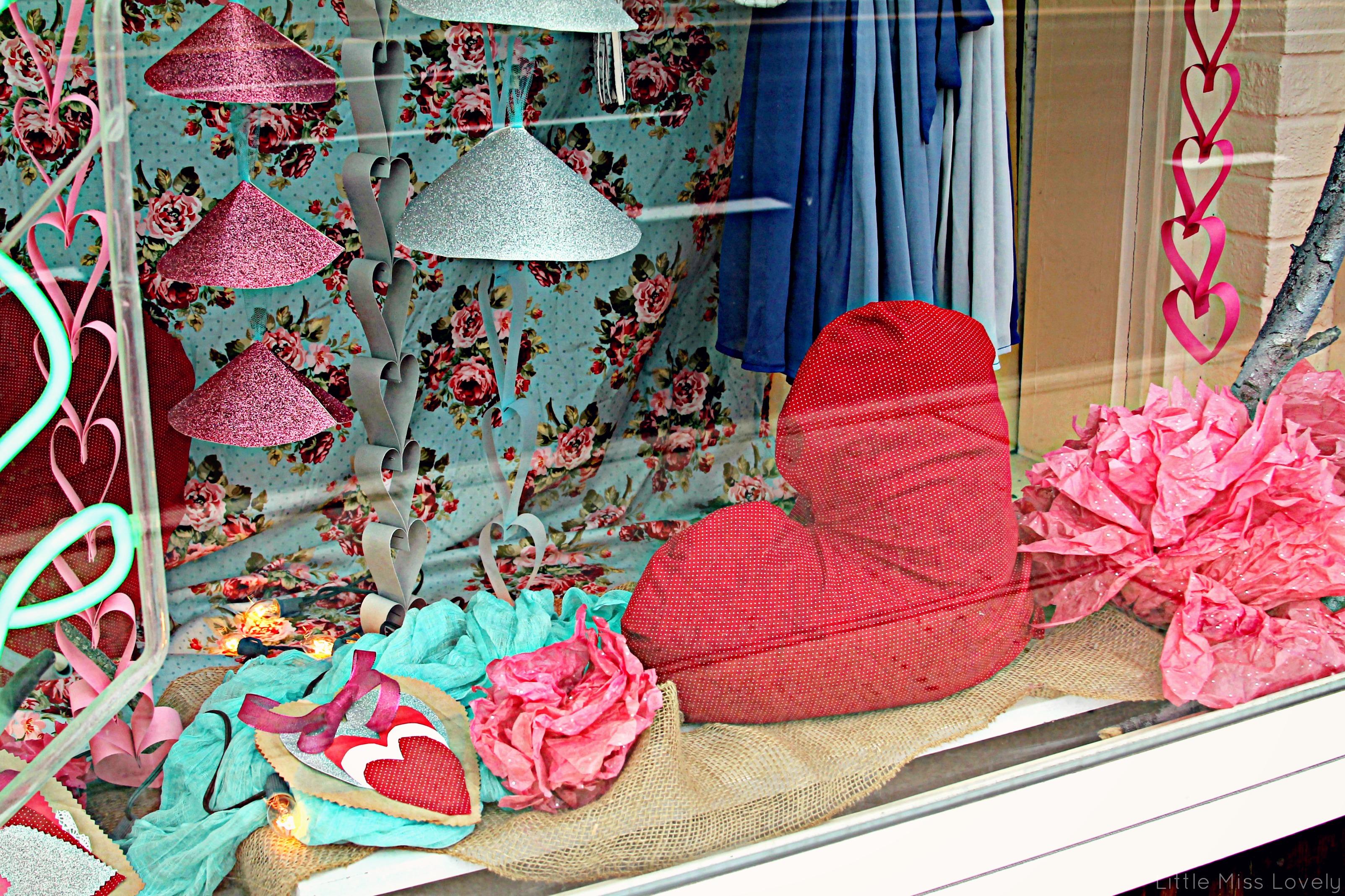 Little_Miss_Lovely_Window_Decorating_Design