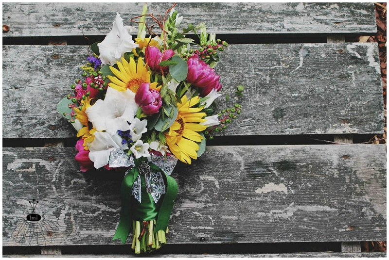 Wedding bouquet with key accent Little Miss Lovely