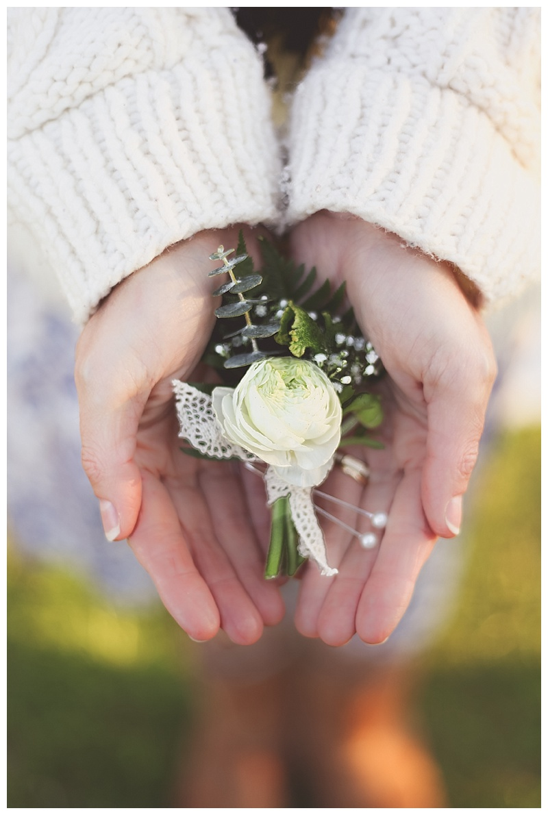 2014-05-06_0028Woodsy Bohemian Spring Styled Bridal Shoot // Little Miss Lovely // White Ranunculus Boutonniere