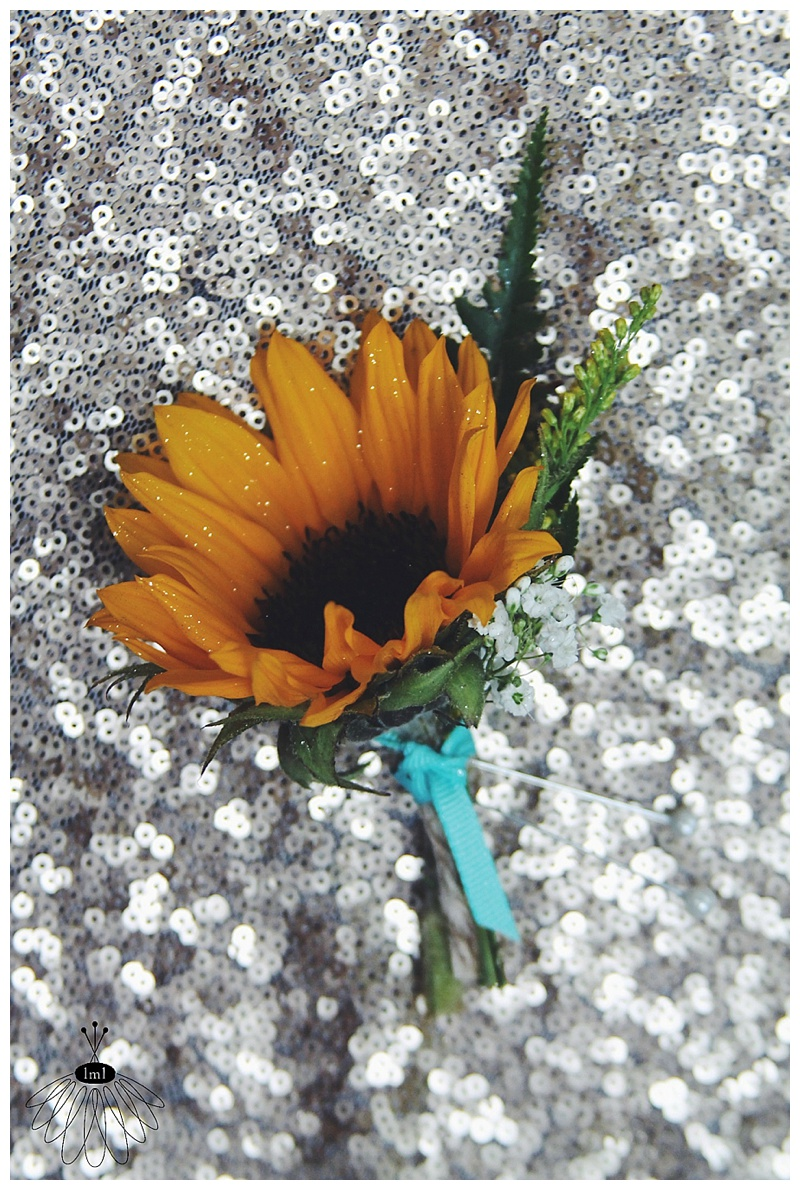 little miss lovely // rustic country sunflower boutonniere