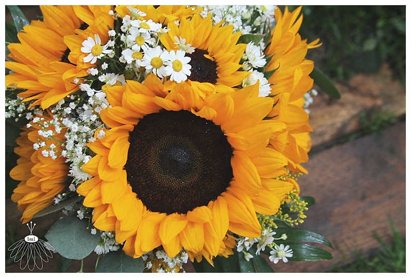 little miss lovely // wedding florist // sunflower and daisy bouquet
