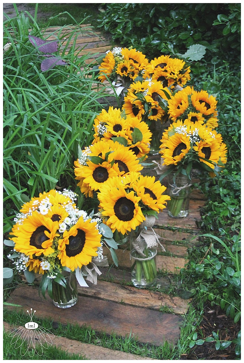 little miss lovely // wedding florist // sunflower and daisy bouquets