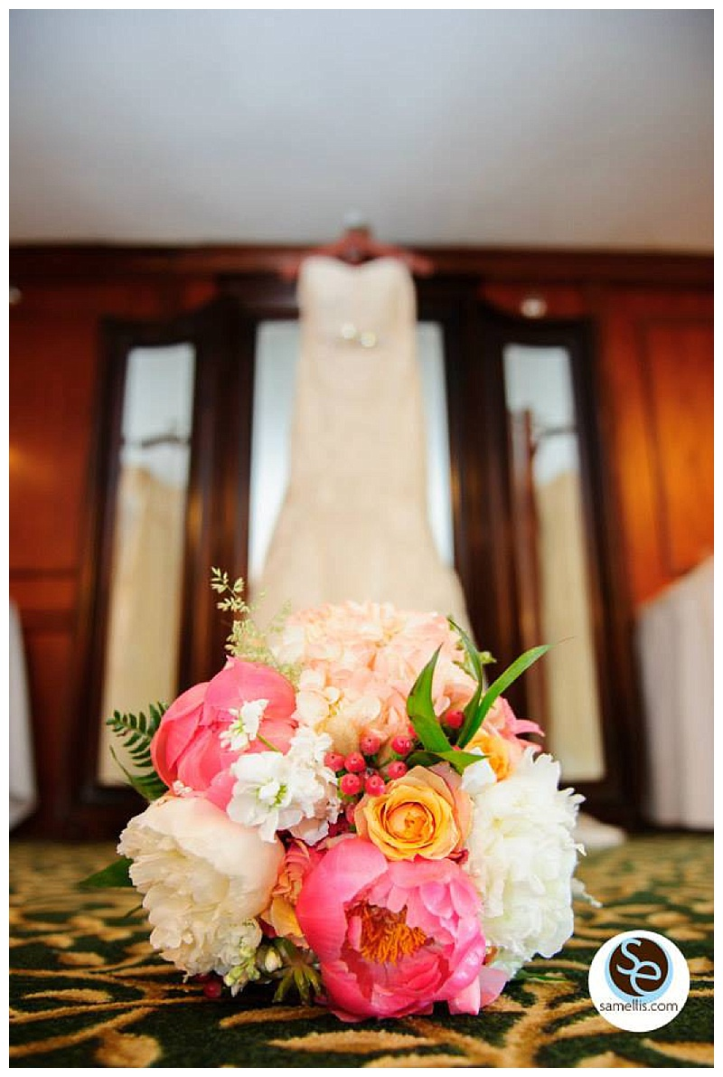 little miss lovely // ocean city, md wedding florist // beach wedding // coral & white bouquet // sam ellis photogaphy