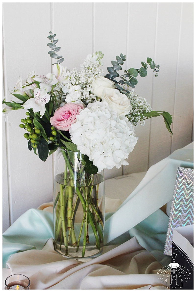 little miss lovely // ocean city md wedding florist // gift table flower arrangement