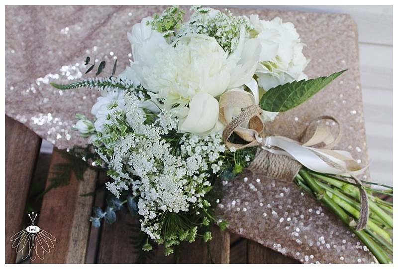 little miss lovely // ocean city md wedding florist // toss bouquet with burlap wrap