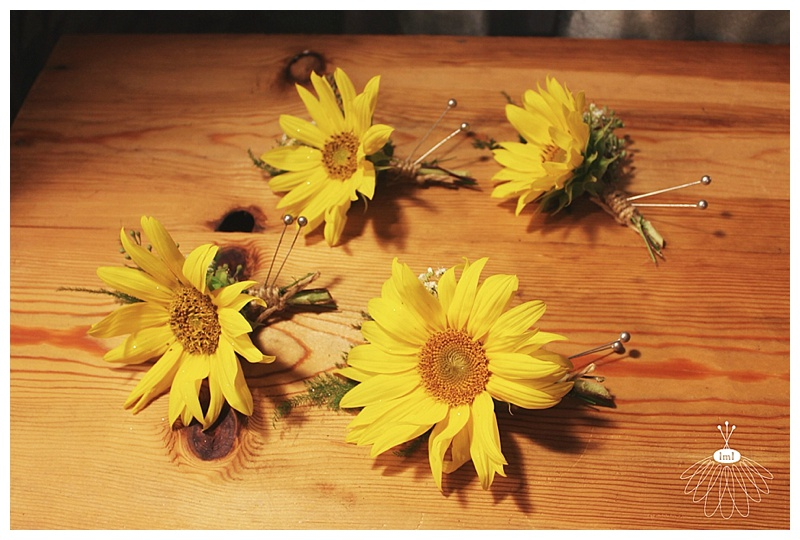 little miss lovely // berlin wedding florist // sunflower boutonnieres