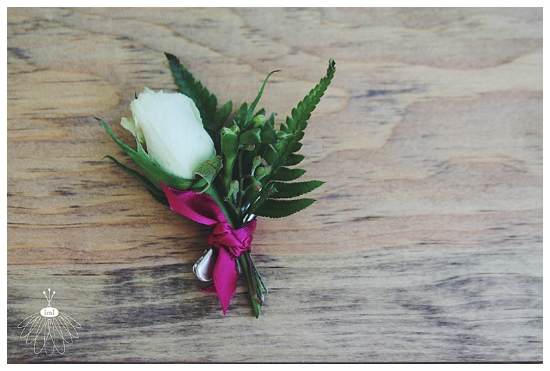 Little Miss Lovely // White spray rose clip bout