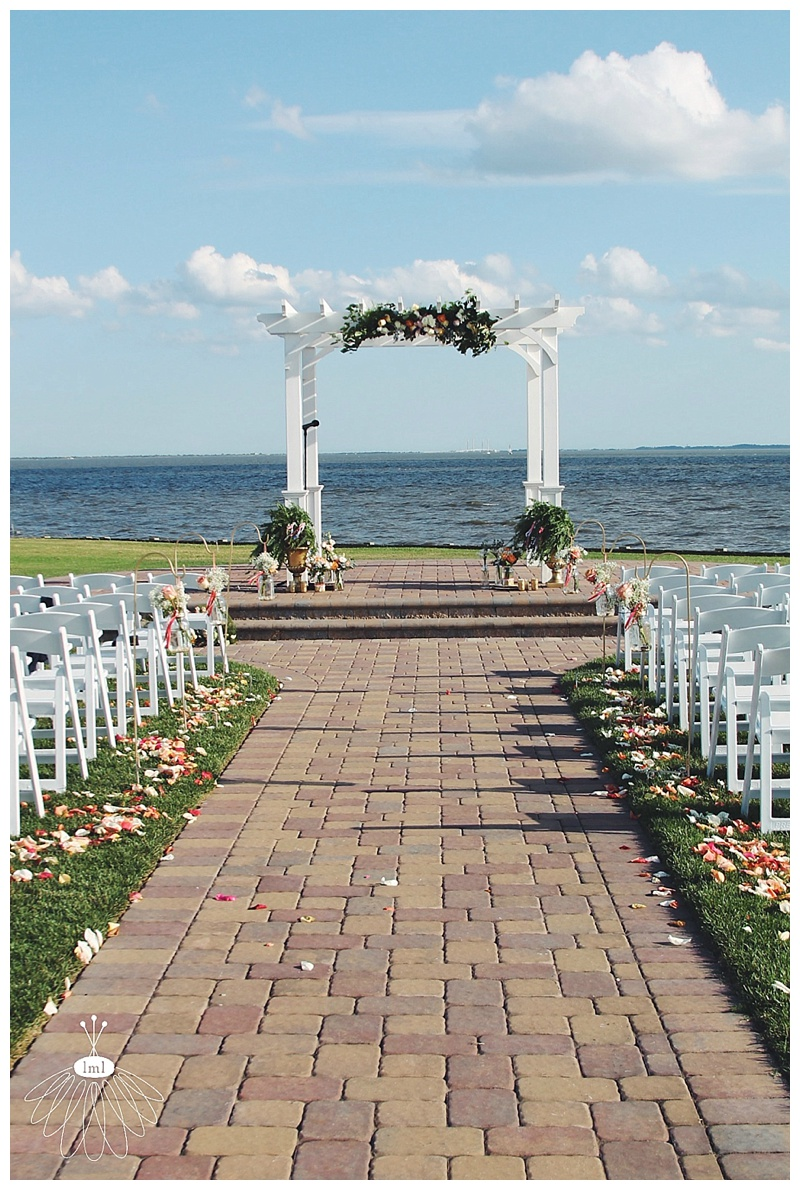 little miss lovely // rehoboth beach country club wedding ceremony florist