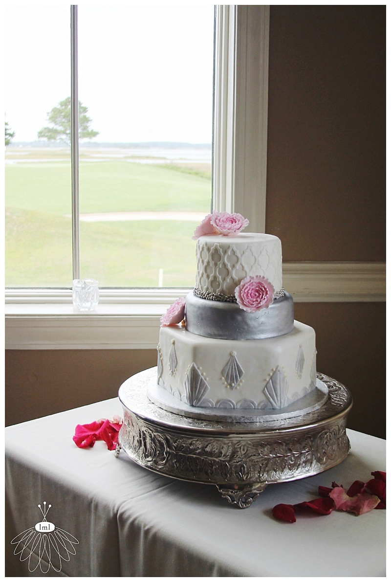 little miss lovely // ocean city maryland wedding florist lighthouse sound cake art salisbury md