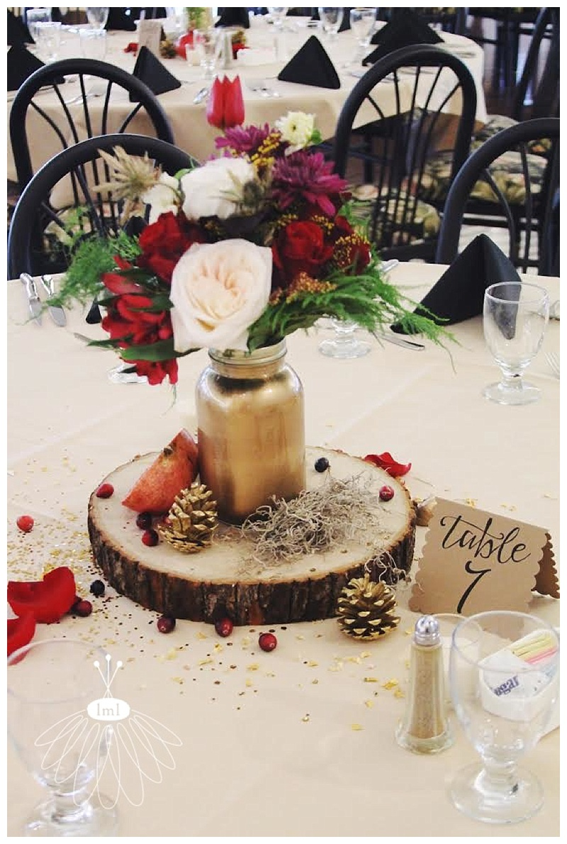 little miss lovely // ocean pines maryland wedding florist gold glitter cranberry centerpieces
