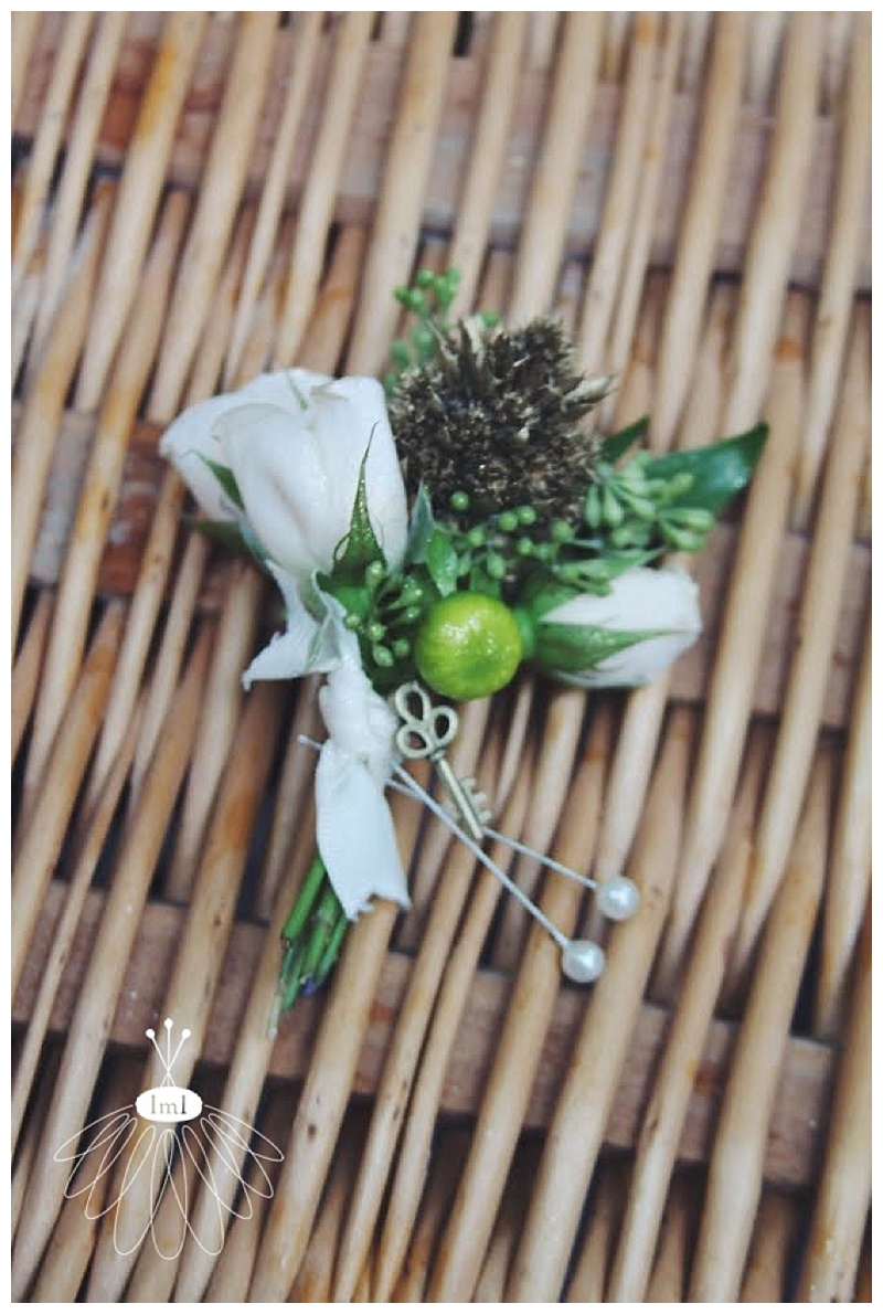little miss lovely // ivory spray rose boutonniere