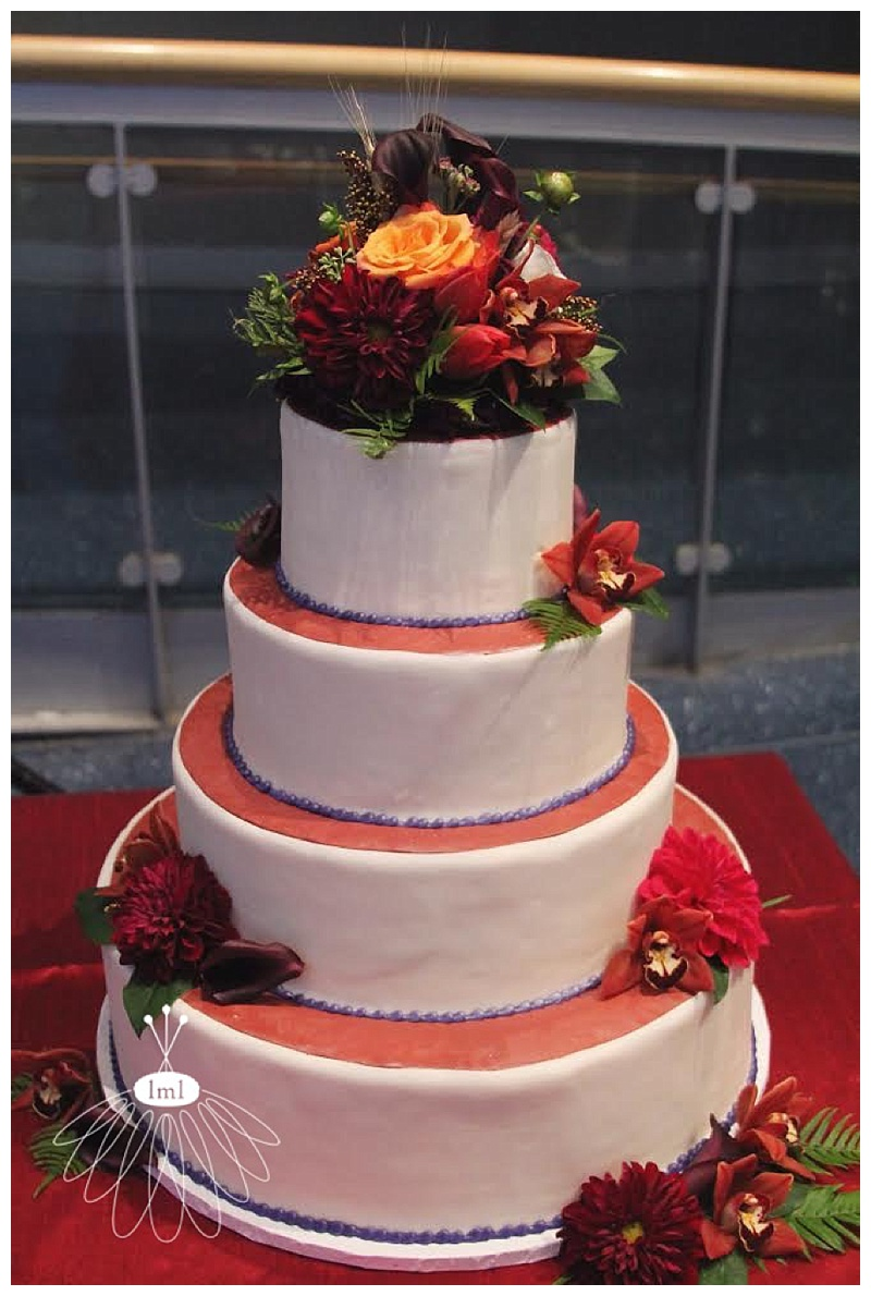 little miss lovely // baltimore maryland science center wedding florist // wedding cake by baltimore cakery