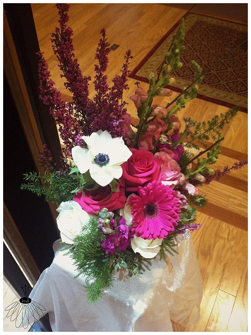 little miss lovely // ocean city maryland md wedding florist // alter arrangement
