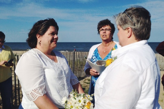 little miss lovely // rehoboth beach wedding florist // daisy bouquet and boutonniere beach wedding