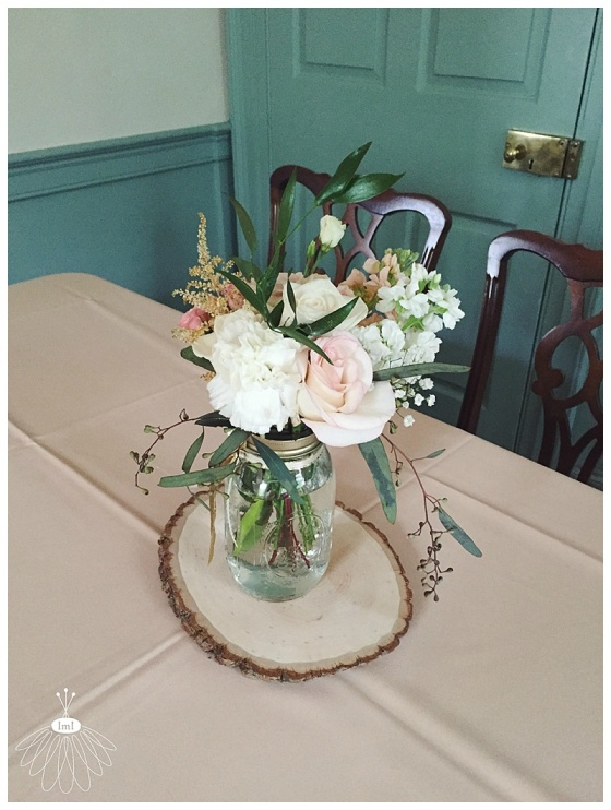 little miss lovely floral design // poplar hill mansion wedding // mason jar centerpieces