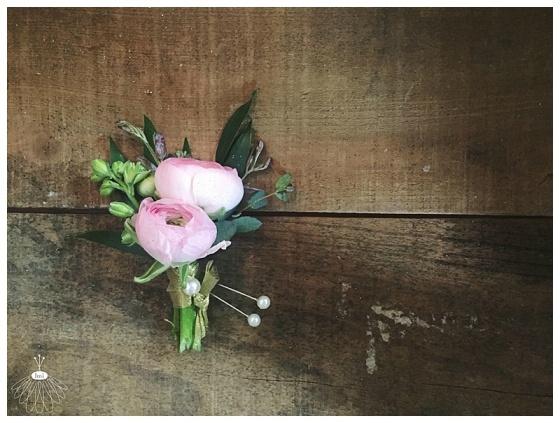 little miss lovely floral design // pink ranunculus groom boutonniere // poplar hill mansion wedding