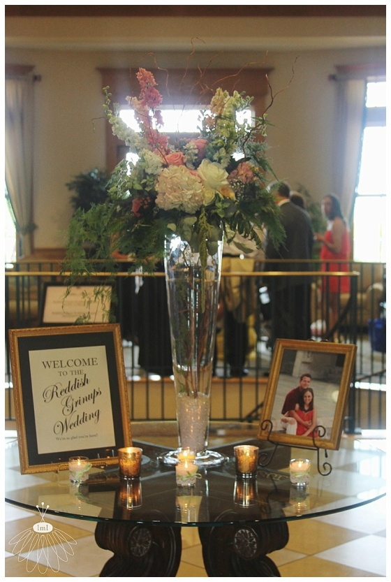 little miss lovely floral design // entry arrangement at heritage shores golf club // bridgeville de wedding florist