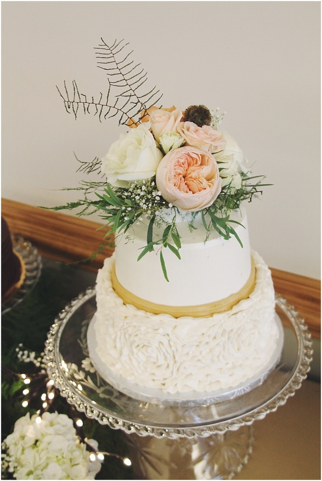 little miss lovely floral design // wedding cake floral topper
